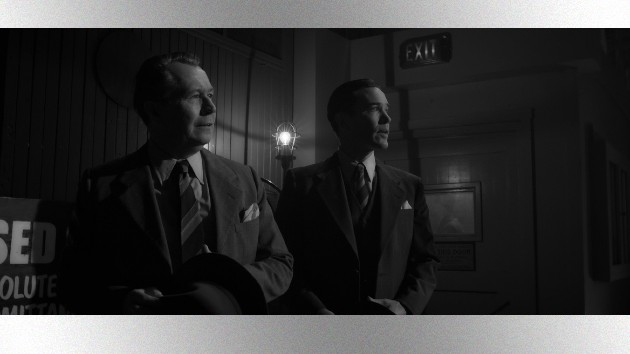 Gary Oldman as Herman Mankiewicz and Tom Pelphrey as Joe Mankiewicz/NETFLIX